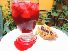 Hibisco saiu de moda. Ou água de jamaica e muffin de hibisco
