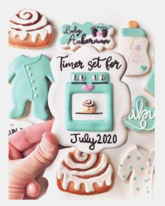 21 Unique and Creative ways to Announce your Pregnancy! 21 Unique and creative Baby Announcement Ideas. Pregnancy announcement with sibling. Pregnancy announcement with dog. Creative Baby Announcements, Pregnancy Announcement To Husband, Pregnancy Announcement Photos, Baby Announcement Cake, Baby Cookies, Baby Shower Cookies, Sugar Cookies, Spice Cookies, Baking Cookies