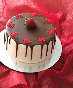 Pastel de nata y fresas con chocolate