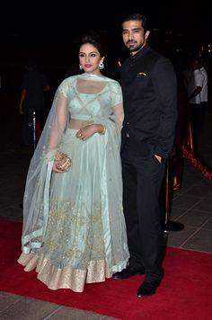 Huma Qureshi and Saqib Saleem at Arpita Khan& reception. Indian Attire, Indian Wear, Indian Outfits, Indian Clothes, Indian Dresses, Saree Blouse Neck Designs, Lehenga Designs, Indiana, Blue Lehenga