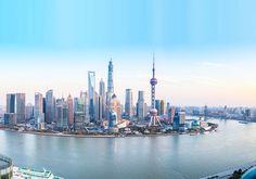 Sanghaj Kína legnagyobb városa a népesség. Több mint 14.350.000 ember él Sanghajban. A város területe 6340 négyzetkilométer. Ez egy biztonságos város.
