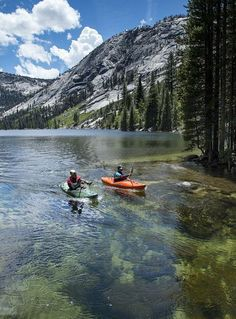 Kayaking the Merced River in Yosemite National Park. ♥️ Seguici su www.reflex-mania.com
