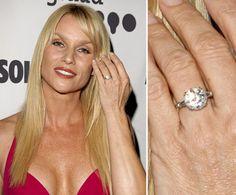 Pin for Later: Die schönsten Eheringe der Stars Nicolette Sheridan Nicolette Sheridan erhielt ihren Verlobungsring im März 2006 von Michael Bolton.