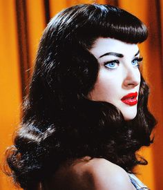 "Gretchen Mol as Bettie Page in ""The Notorious Bettie Page""You can find Bettie page and more on our website.Gretchen Mol as Bettie Page in ""The Notorious Bettie Page"" Rockabilly Makeup, Rockabilly Fashion, Rockabilly Girls, Rockabilly Style, Famous Hairstyles, Retro Hairstyles, Bettie Page, Pin Up Hair, My Hair"