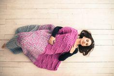 100% Hand knit / Ручная вязка  Шикарный, уютный, теплый, красивый плед ручной, крупной вязки. Украсит любой интерьер. Возможно исполнение в другой цветовой гамме и размерах.  50% шерсть 50 % акрил  125 см на 135см  Бережная стирка.