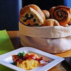 Good Morning! #brettchenfrühstück #frühstück #breakfast #brötchen #frischebrötchen #egg #rührei #schinken #ham #foodporn #food #gutessen #startindentag #hilders #rhoener_botschaft #rhönerbotschaft #travel #urlaub #auszei #leiststyle #hotelengel