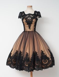 Add caramelised tulle and chocolate cream tulle to a hazelnut-coated lace and produce a sweet sugar candy. Serve with red lipstick and high heels 'cause it's somebody's birthday somewhere for sure.