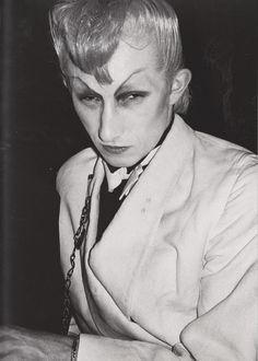 i0.wp.com www.kainowska.com sito wp-content uploads 2015 04 Derek-Ridgers-London-Youth-Martin-Bowie-Night-at-Billys-1979-e1427958092674.jpg