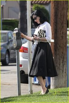 I'm not the biggest Dita von Teese fan ever, but I do like this casual retro look.