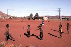 Photos of Walungurru (Kintore) in the Territory's Far West, the land of the Pintubi people near the Western Australian border, and its surroundings. Aboriginal Children, Aboriginal People, Australia Photos, Le Far West, Western Australia, Homeland, Football, World, Places
