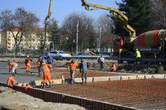 Muncitorii au inceput sa toarne betonul la planseul pasajului subteran de la Michelangelo