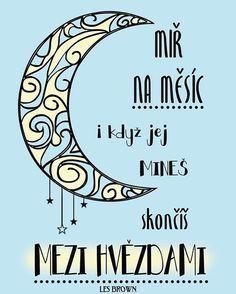 Je lepší mířit ke hvězdám a minout, než mířit na kupu hnoje a trefit se.  Příjemný nedělní večer. ☕ #sloktepo #motivacni #hrnky #miluji #kafe #citaty #zivot #mujzivot #mojevolba #darek #domov #dokonalost #stesti #laska #pozitivnimysleni #dobranalada #rodina #inspirace #nakupy #praha #czechboy #czechgirl #czech