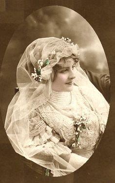 Circa 1905 bride . Wonderful gown | Brautkleid . wedding dress | Rheinland…