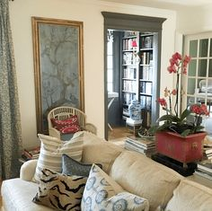 A Fabulous Art Gallery Wall For Cheap! Fabulous living room of Maura Endres. Wait until you see the gallery wall! (and my lame attempt to copy it in one day!) But also some great ideas from readers for sources! Living Room Decor, Living Spaces, Living Rooms, Design Salon, Beautiful Interiors, Interior Inspiration, Home And Living, Decoration, Family Room