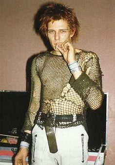 Paul Simonon - The Clash - early years. Paul Simonon - The Clash - early years. Glam Rock, Rock Chic, Vintage Goth, Moda Vintage, Joe Strummer, The Clash, It Bag, Paul Simonon, Looks Party