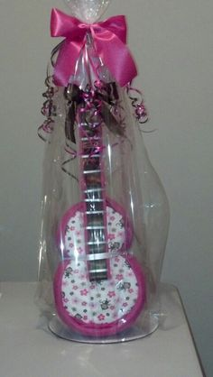 Guitar Diaper Cake - Like Kita's Kreations on Facebook facebook.com/kreationsbykita instagram.com/kitas_kreations Baby Shower Diapers, Baby Shower Favors, Baby Shower Cakes, Baby Shower Decorations, Baby Shower Gifts, Guitar Diaper Cakes, Diy Diaper Cake, Nappy Cakes, 2nd Baby Showers