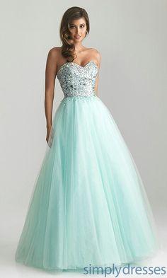 Lovveee this dress!