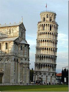Torre de Pisa - Es un edificio inclinado en la región de la Toscana, fue construido en la Edad Media junto a la catedral y el baptisterio en el Campo de los milagros, ciudad de Pisa.