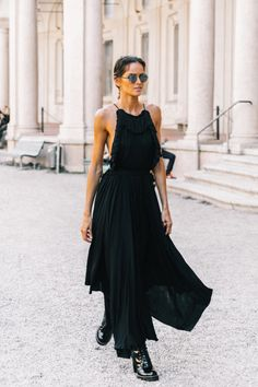 Open back black dress #streetstyle #chic #allblack
