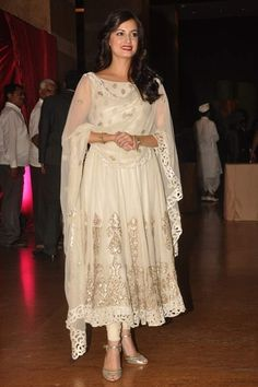 Dia Mirza at the Genelia DSouza - Riteish Deshmukh Reception http://www.vogue.in/content/best-bollywood-bridal#32
