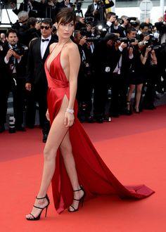 Bella Hadid en robe rouge Alexandre Vauthier
