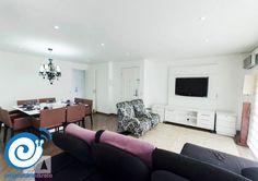 Esse é o apartamento que a Soraya anunciou com a gente. O imóvel fica nos #Jardins, é moderno e muito bem decorado! Tem 139m² e conta com 3 dormitórios sendo 2 suítes, bar, cozinha, sala de jantar e estar, 2 vagas de garagem, depósito e dependência de empregada. A vista da varanda é magnífica e a localização do condomínio é incrível, muito próximo da #AvenidaPaulista.