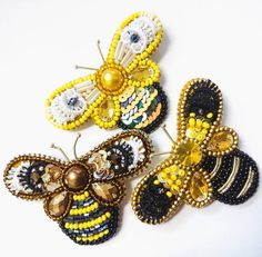 Вжууууух  и улетела к хозяйке . В наличии осталось  пчелки (которые слева). Цена брошки 1200р. #брошьпчела #
