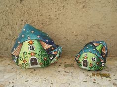 painted by Danijela Milosevic Stone Art Painting, Pebble Painting, Dot Painting, Pebble Art, House Painting, Hand Painted Rocks, Painted Pebbles, Painted Stones, Recycled Garden Art