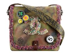 Chanel http://www.vogue.fr/mode/shopping/diaporama/les-30-sacs-mode-de-la-saison-printemps-ete-2015/21939/image/1139449#!chanel-les-sacs-mode-de-la-saison-printemps-ete-2015