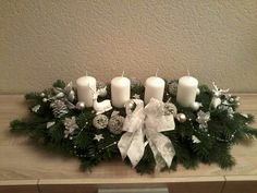 Christmas Wreaths, Christmas Decorations, Holiday Decor, Advent Ideas, Table Arrangements, Candles, Christmas Time, Advent Calenders, Desk Arrangements