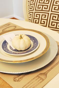The Thanksgiving table is the centerpiece of the holiday. Get the style you want with a few simple Thanksgiving table decorations and table setting ideas. Tile Flooring, Flooring Ideas, Thanksgiving Table Settings, Creative Home, Natural Wood, Plates, Table Decorations, Tableware, Licence Plates
