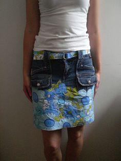 "Until Wednesday Calls' Melissa is a talented maker who loves her denim. Her ""little skirt that could"" below is unmistakeable evidence of that. To create it, she married a favourite pair of jeans with a vintage sheet. Denim skirt upcycle with fat quarters Artisanats Denim, Denim Skirt, Diy Clothing, Sewing Clothes, Diy Jupe, Denim Ideas, Denim Crafts, Denim Patchwork, Patchwork Skirts"