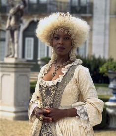 Alfre Woodard as the Queen of Brobdingang in the 1996 miniseries Gullivers Travels. Historical Costume, Historical Clothing, Little Dorrit, Period Costumes, Edwardian Costumes, Black Goth, Fantasy Costumes, Black Girl Magic, Black Girls