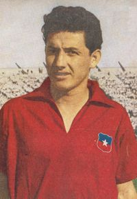 Leonel Sanchez of Chile at the 1962 World Cup Finals. Fifa Football, Football Players, Chi Chi, Carlos Martinez, World Cup Trophy, World Cup Final, Best Player, Goalkeeper, Old Pictures