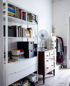 Mix traditional with modern pieces, so you get the benefits of open and closed storage #IKEAIDEAS for a teenage bedroom