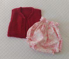 Pensando en primavera, chaleco de punto jersey y detalle en punto arroz y cubrepañal