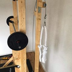 DIY cable machine with holder for the weights In order to be able to train in a varied way, I also e Home Made Gym, Diy Home Gym, Gym Room At Home, Best Home Gym, Homemade Workout Equipment, Home Workout Equipment, Home Gym Garage, Basement Gym, Backyard Gym