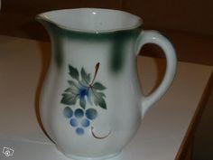 Arabia Rypäle kaadin 1,5 litraa 1940-luvulta Minnen, Kitchenware, Tableware, Finland, Cupboard, Stuff To Do, Porcelain, Ceramics, Mugs