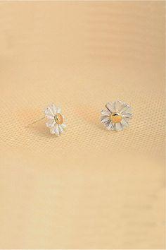 Daisy Flower Ear Stud