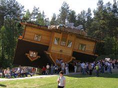 Image Upside-down-House-Poland.jpg from Greta Mccollin, Strange & Fantastic Building - Architecture - Szmbark - Poland Unusual Buildings, Interesting Buildings, Amazing Buildings, Interesting Stuff, Awesome Stuff, Architecture Design, Amazing Architecture, Building Architecture, Building Art