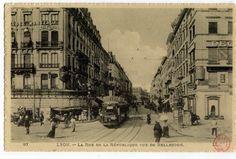 Lyon : La rue de la République vue de Bellecour. Le 27 décembre 1853, le préfet du Rhône et maire de Lyon Claude-Marius Vaïsse annonça son programme de grands travaux dont la pièce maîtresse était le percement d'une large avenue entre Bellecour et les Terreaux, alors entrelacs de ruelles impossible à traverser. La première pierre de la rue fut posée en 1855, au grand Hôtel de Lyon, face à la Bourse, sous le nom de rue Impériale.