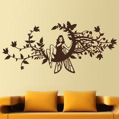 Una sensual hada que nos dará suerte y vigilará nuestros sueños. Sentada en una luna creciente, símbolo de prosperidad, de la que salen multitud de ramas y motivos florales. La magia, la noche y la feminidad en un vinilo decorativo muy místico. #teleadhesivo #decoracion