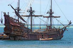 Black beard's ship | Queen Anne's Revenge (Blackbeard's Ship) - POTC4 | Flickr - Photo ... Model Ships, Pirate Ships, Old Sailing Ships, Full Sail, Ghost Ship, Wooden Ship, Shipwreck, Submarines, Tall Ships
