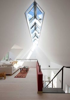 Häftigt takfönster. Deco Design, Design Case, Apartment Inspiration, Interior Architecture, Interior And Exterior, Design Interior, Luxury Interior, Interior Ideas, Attic Renovation