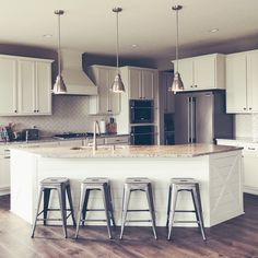 Kitchen Makeover A Look at Our Corner Kitchen and Shiplap Island - From Builder-Grade to Farmhouse-Fabulous Kitchen Island Decor, Kitchen Corner, Home Decor Kitchen, Kitchen And Bath, Kitchen Ideas, Kitchen Islands, Kitchen Inspiration, Ship Lap Kitchen, Kitchen Island Options