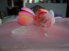 How to make Cinderella's glass slipper for cake out of gelatin. So cute for a little girls cake