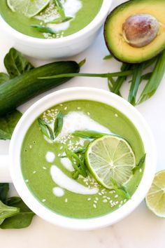 This Chilled Avocado Cucumber soup is so fresh! It takes only 5 minutes to make! Healthy raw gluten-free vegan and delicious. Vegan Avocado Recipes, Raw Vegan Recipes, Vegetarian Recipes, Raw Soup Recipe, Soup Recipes, Free Recipes, Salad Recipes, Gazpacho, Avocado Soup