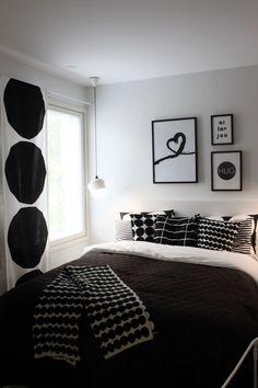Nyt se on alkanut! Vihdoin!   Nimittäin Seinäjoen asuntomessut aukaisi porttinsa tänään! Nelisenkymmentä huikeaa kotia odottaa kävijöitä lu... Dream Rooms, Dream Bedroom, Home Bedroom, Black White Rooms, Beautiful Houses Interior, Marimekko, White Houses, Scandinavian Design, Decoration