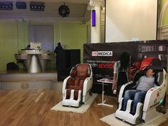 Main features: Fully automatic massage in all combinations, 340 massage combinations, Full back massage - from neck to hips, Needs no space behind the chair Shiatsu Massage Chair, One Room Apartment, Japanese Massage, Good Massage, Massage Techniques, Yamaguchi, Rich People, Diy Chair, Reflexology