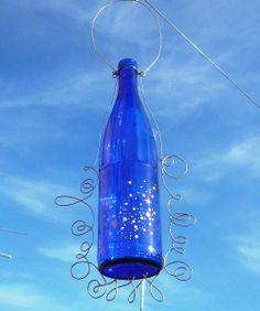Botella re-adaptada para florero colgante.  (Reciclaje)